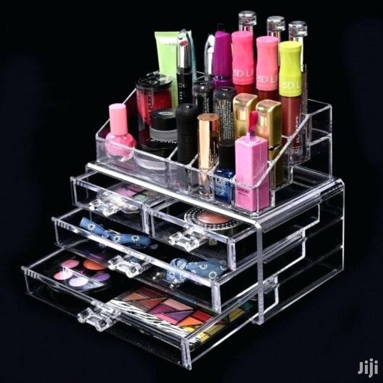 Makeup Kit Rack