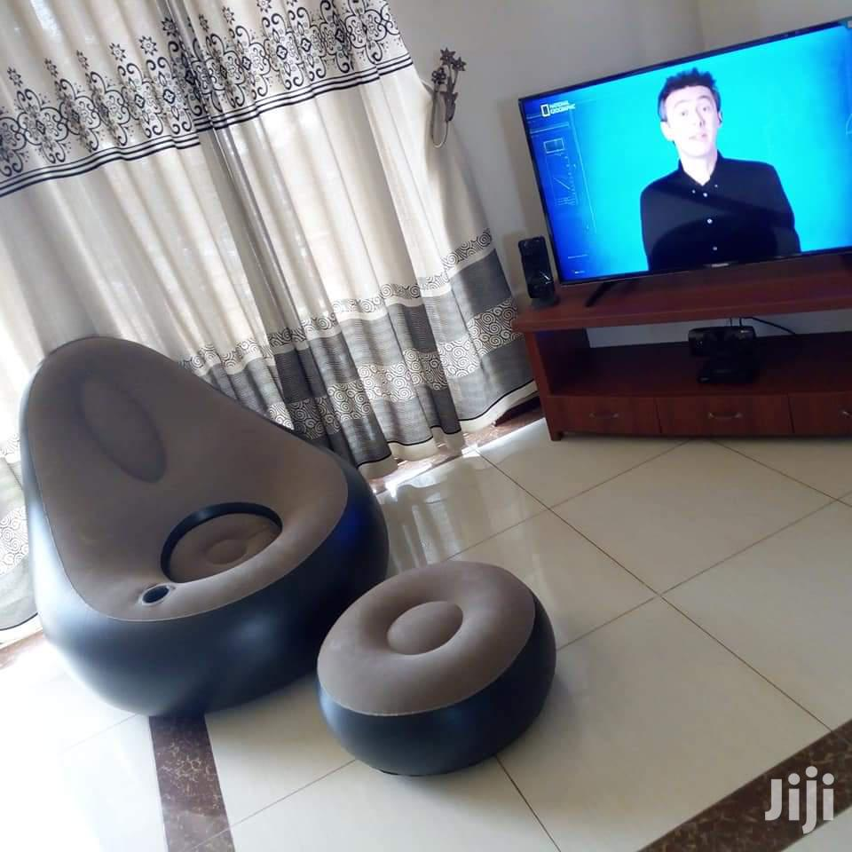 Inflatable Resting Lounge Sofa With Its Footrest and Pump