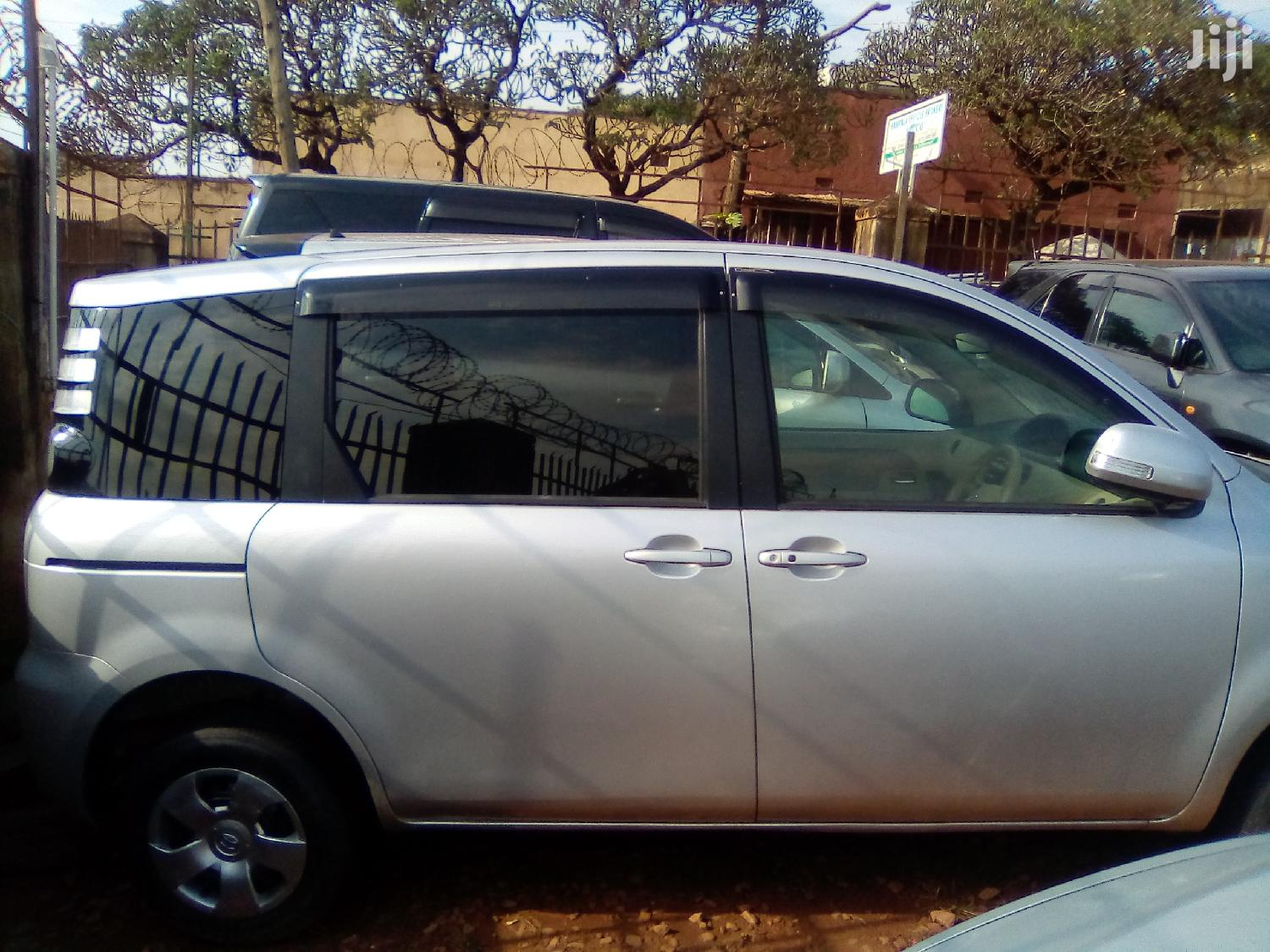Archive: Toyota Sienta 2005 Silver