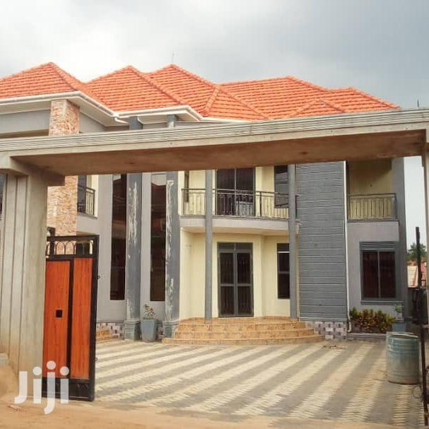 Five Bedrooms Flat In Naalya Town For Sale