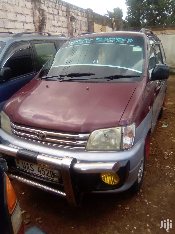 Toyota Noah 2004 Red