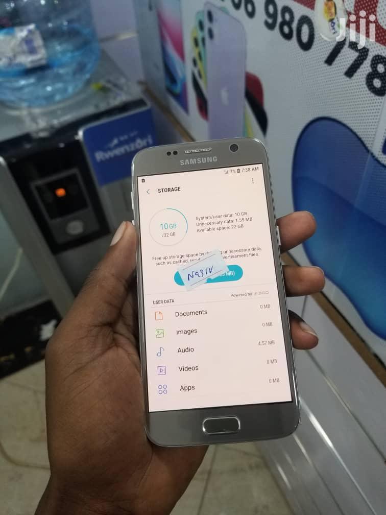Archive: New Samsung Galaxy S7 32 GB Gold