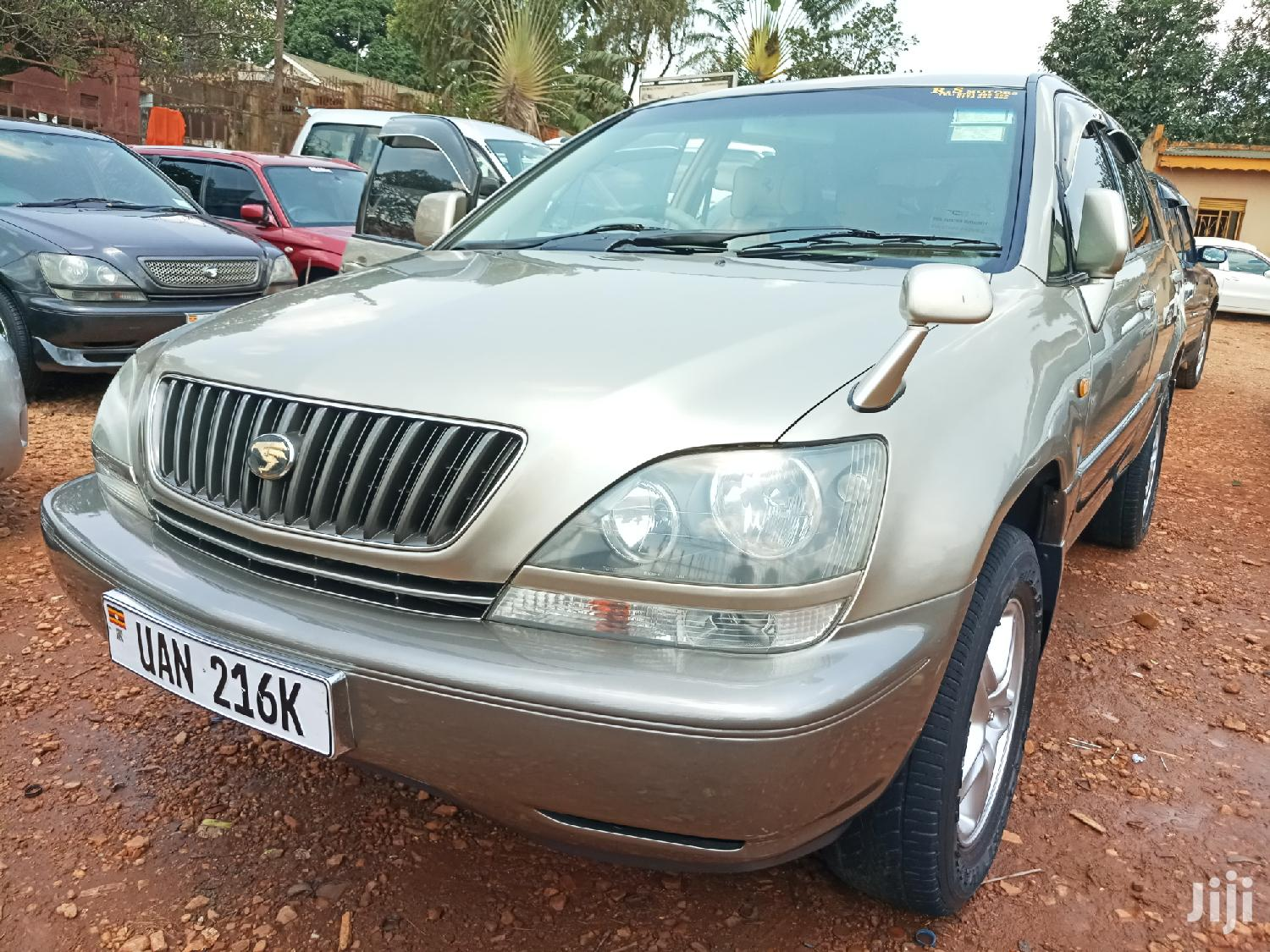 Archive: Toyota Harrier 1999 Gold