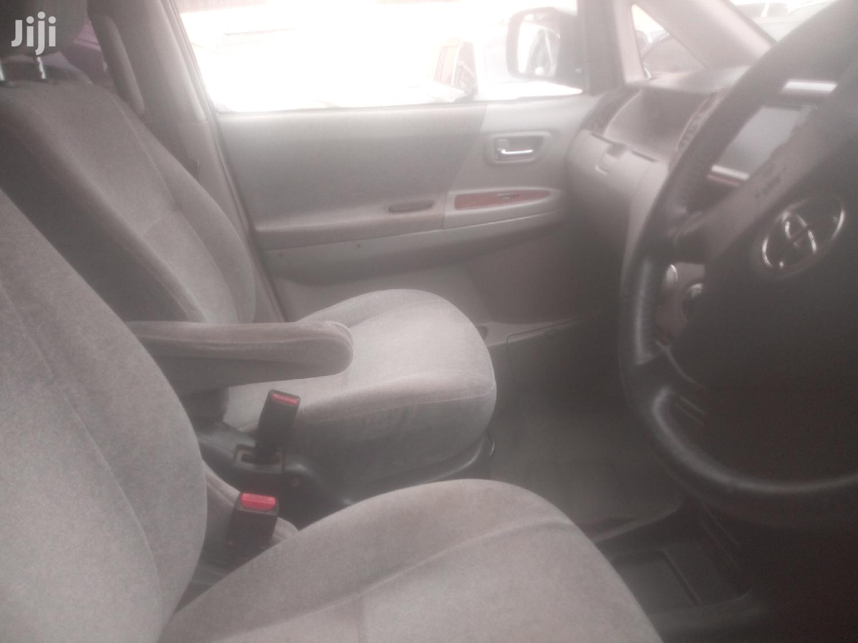 Archive: Toyota Noah 2003 Black