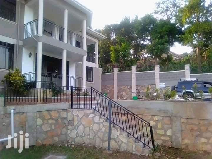 6 Bedrom Mansion for Sale at Buziga Hill, It Has 5 Bathrooms .