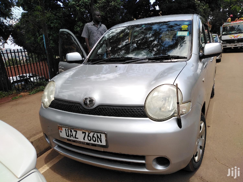 Archive: Toyota Sienta 2005 Silver