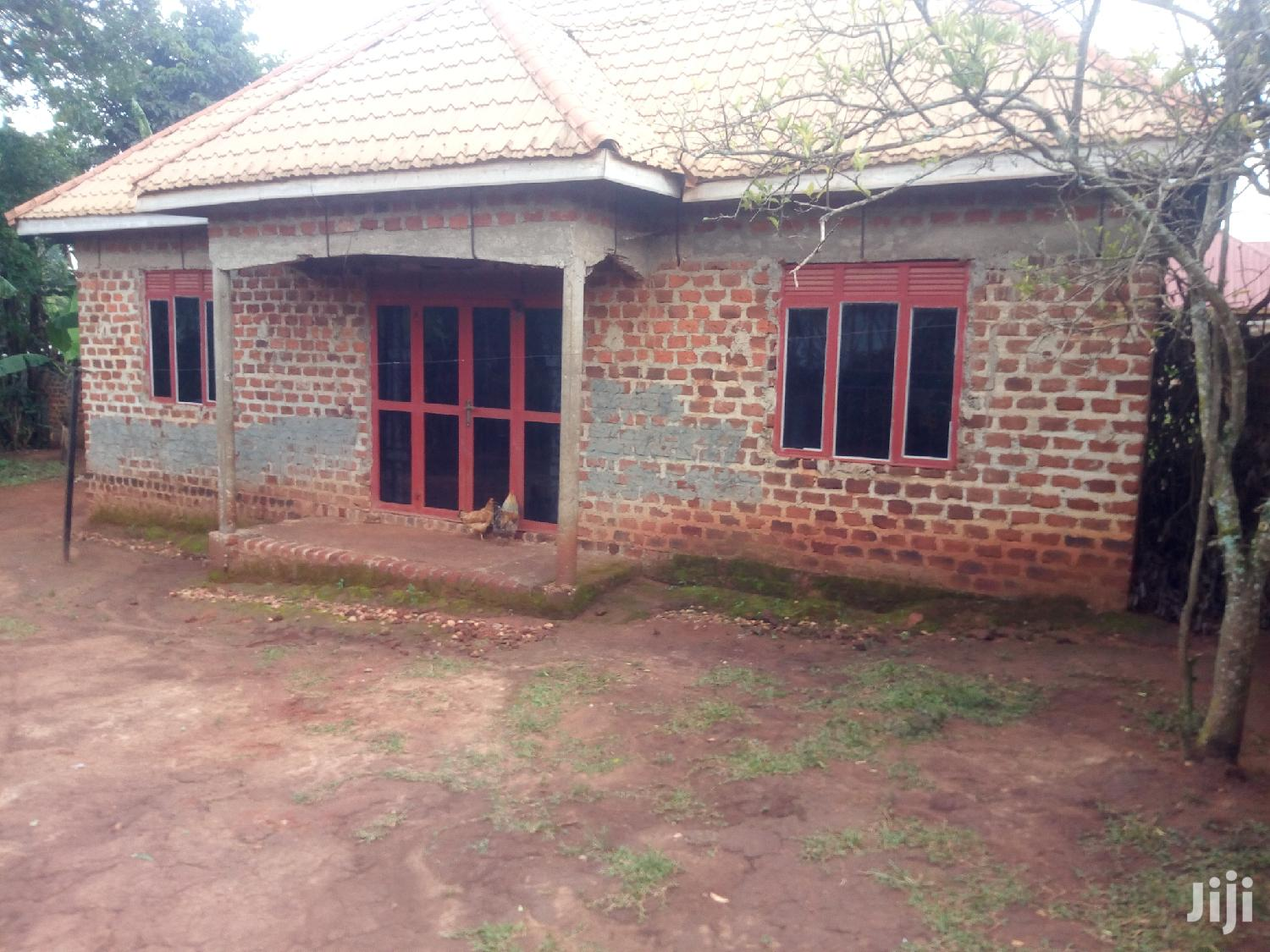 Kira 3bedrooms House On 11.5dessimales Available For Sale