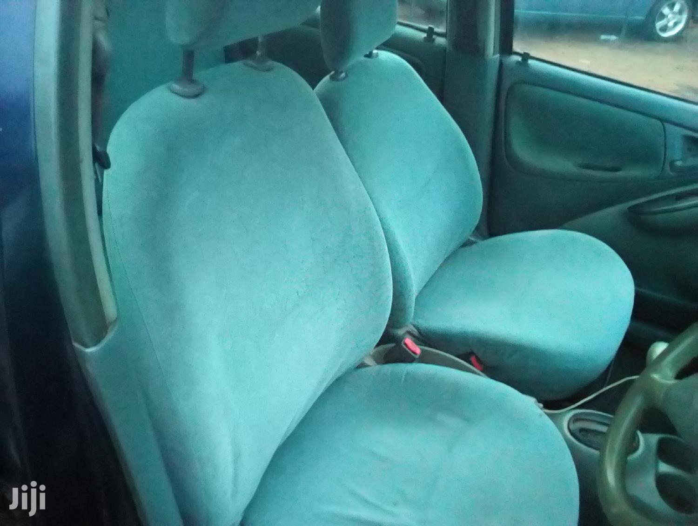 Archive: Toyota Vitz 2000 Blue