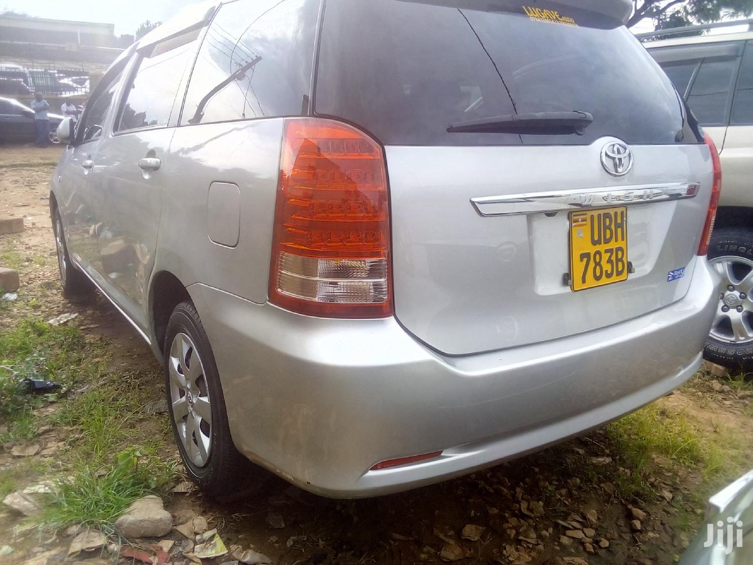 Archive: Toyota Wish 2004 Silver