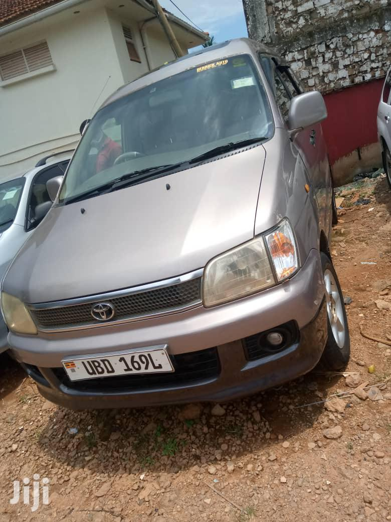 Toyota Noah 1999 Gray