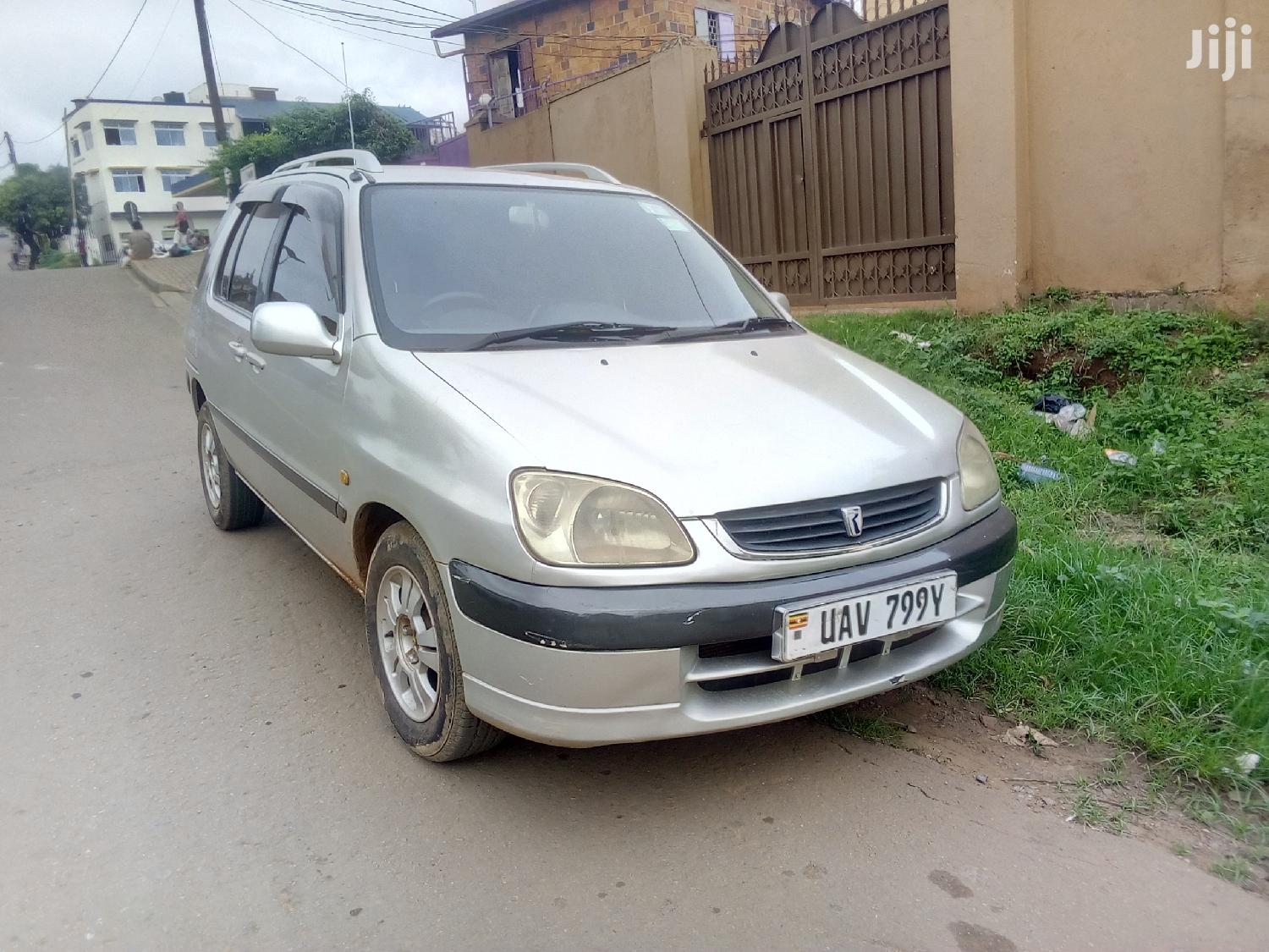 Archive: Toyota Raum 1996 Silver