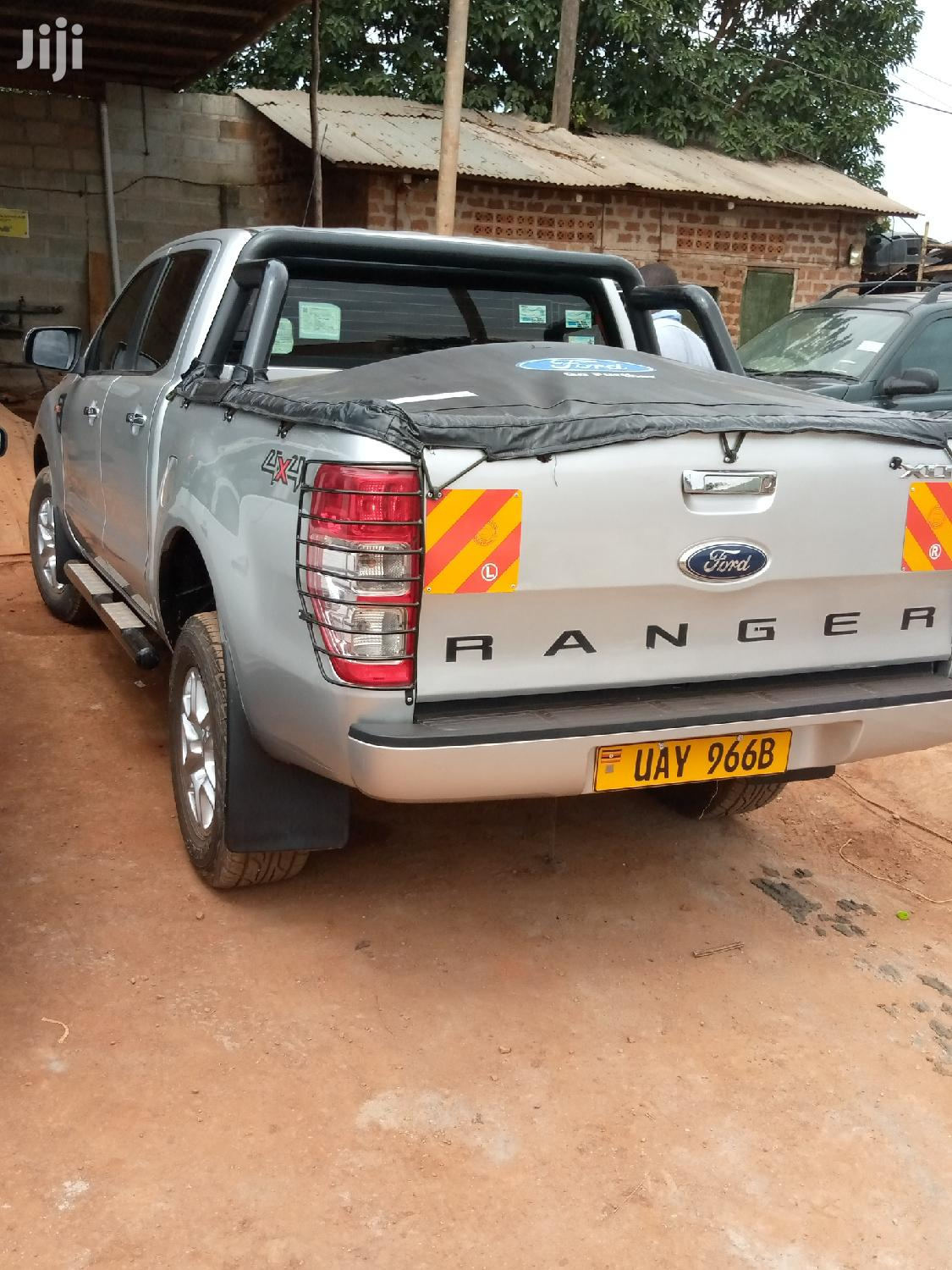 Archive: Ford Ranger 2015 Silver