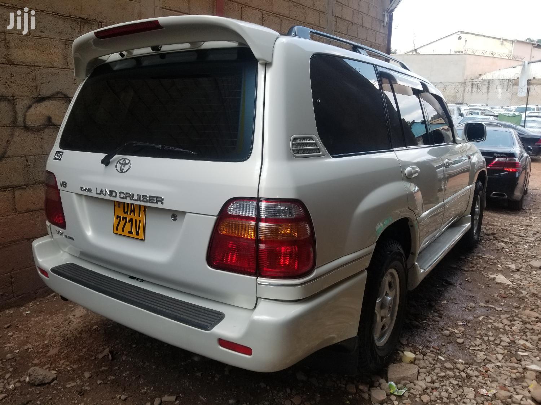 Toyota Land Cruiser 2000 White