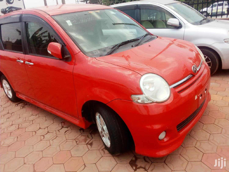 Toyota Sienta 2007 Red