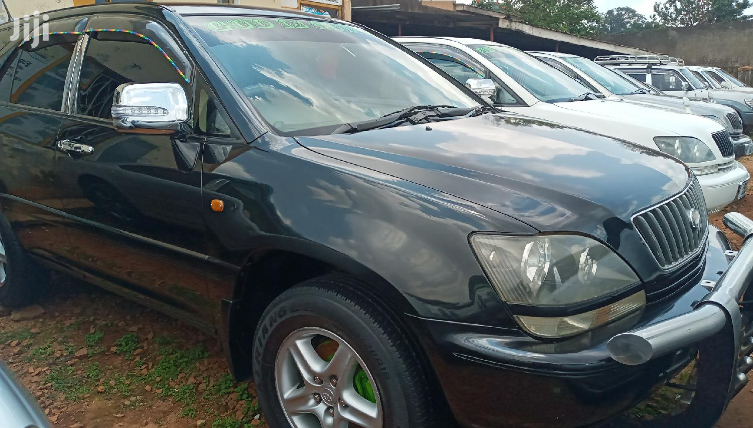 Archive: Toyota Harrier 1998 Black