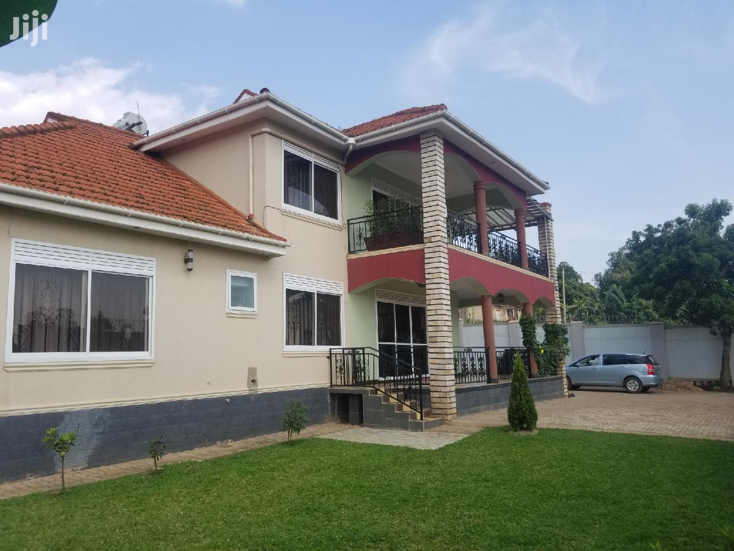 Najjera Six Bedrooms House for Sale With Ready Land Title