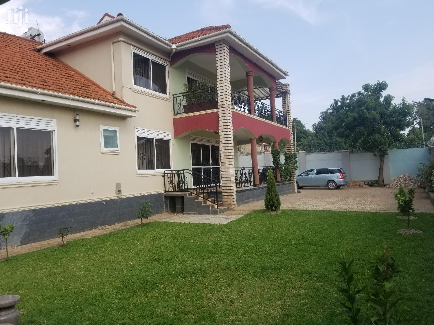 Najjera Six Bedrooms House for Sale With Title | Houses & Apartments For Sale for sale in Kampala, Central Region, Uganda