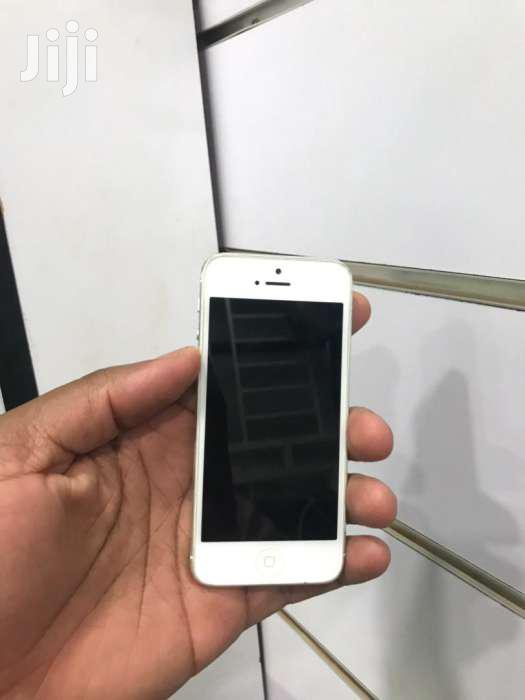 iPhone 5 Silver 16gb Uk Used In Very Good Condition | Mobile Phones for sale in Kisoro, Western Region, Uganda