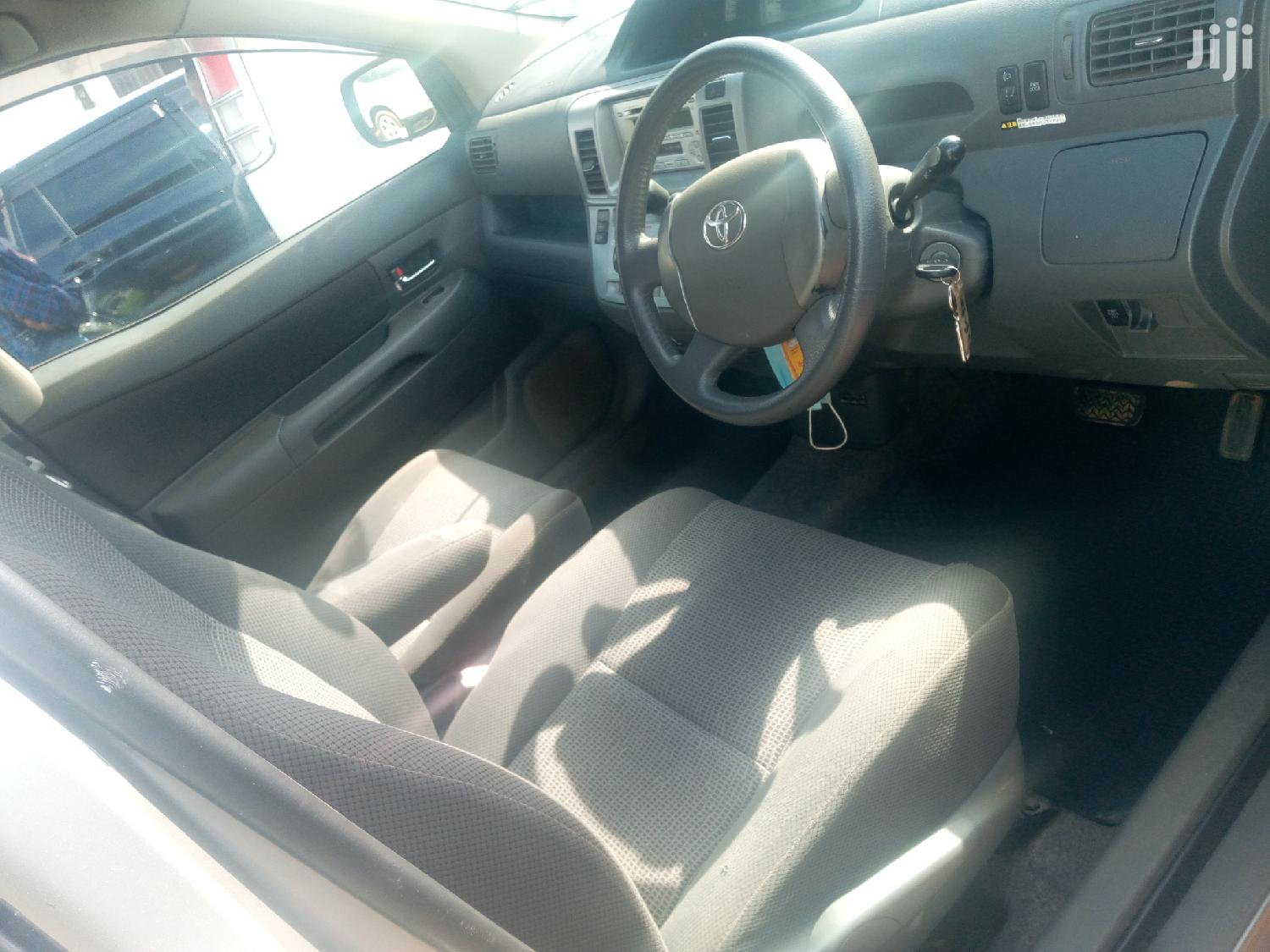 Archive: Toyota Raum 2006 Silver