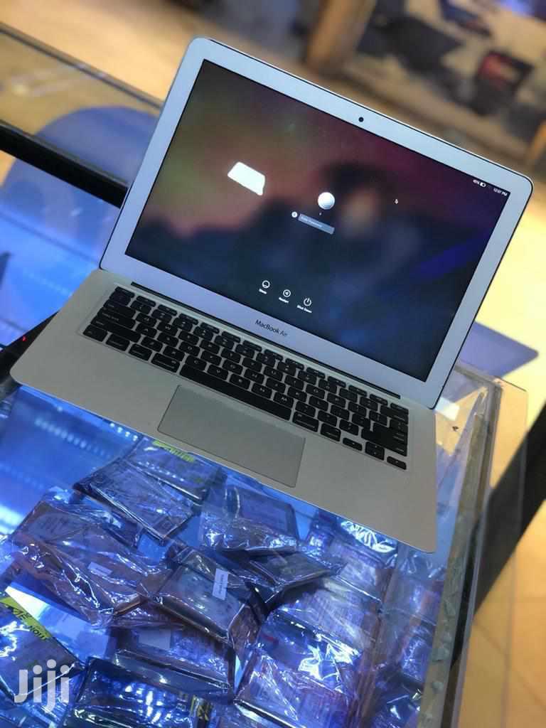 Laptop Apple MacBook Air 8GB Intel Core i5 SSHD (Hybrid) 256GB
