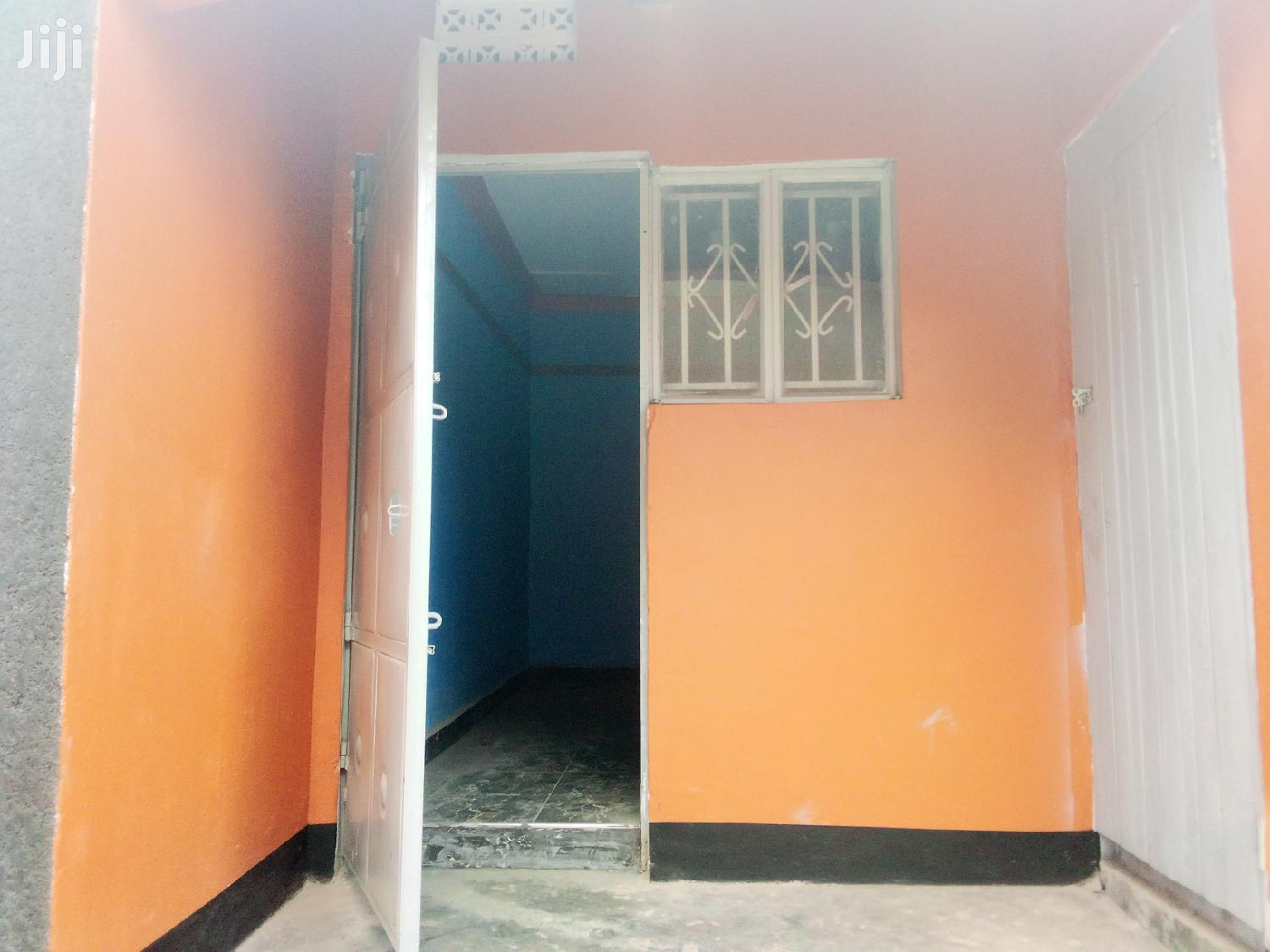 Archive: Single Room For Rent