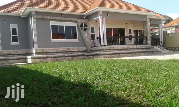 5 Bedroom Bungalow for Sale at Kitende Entebbe Road, It Has 4 Bathroom