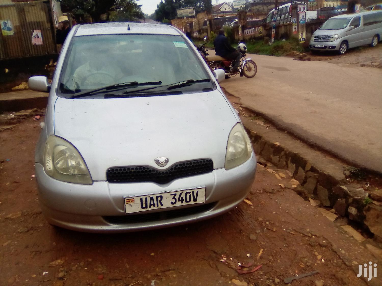 Toyota Vitz 2000 Silver