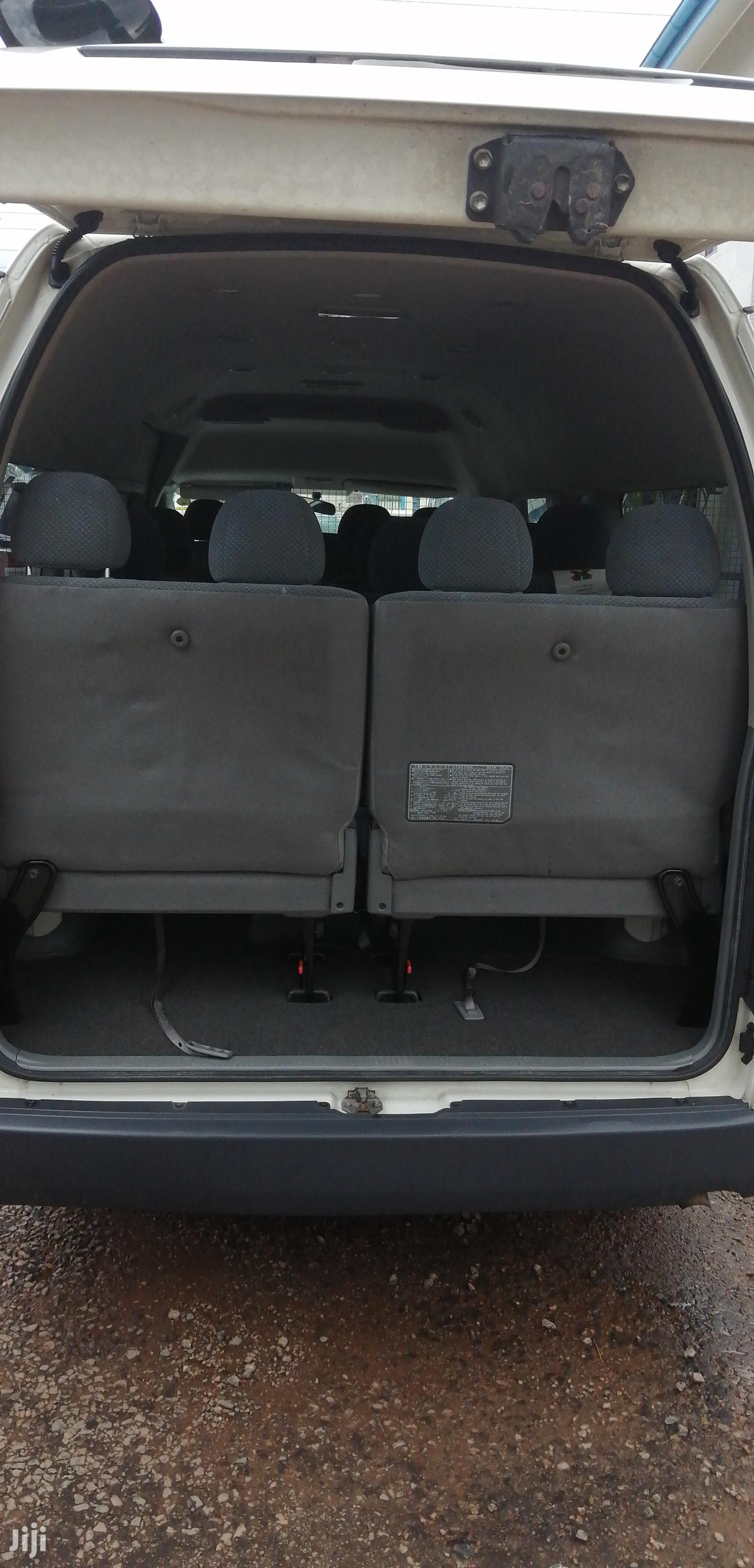 Archive: Toyota Hiace High-roof 2008