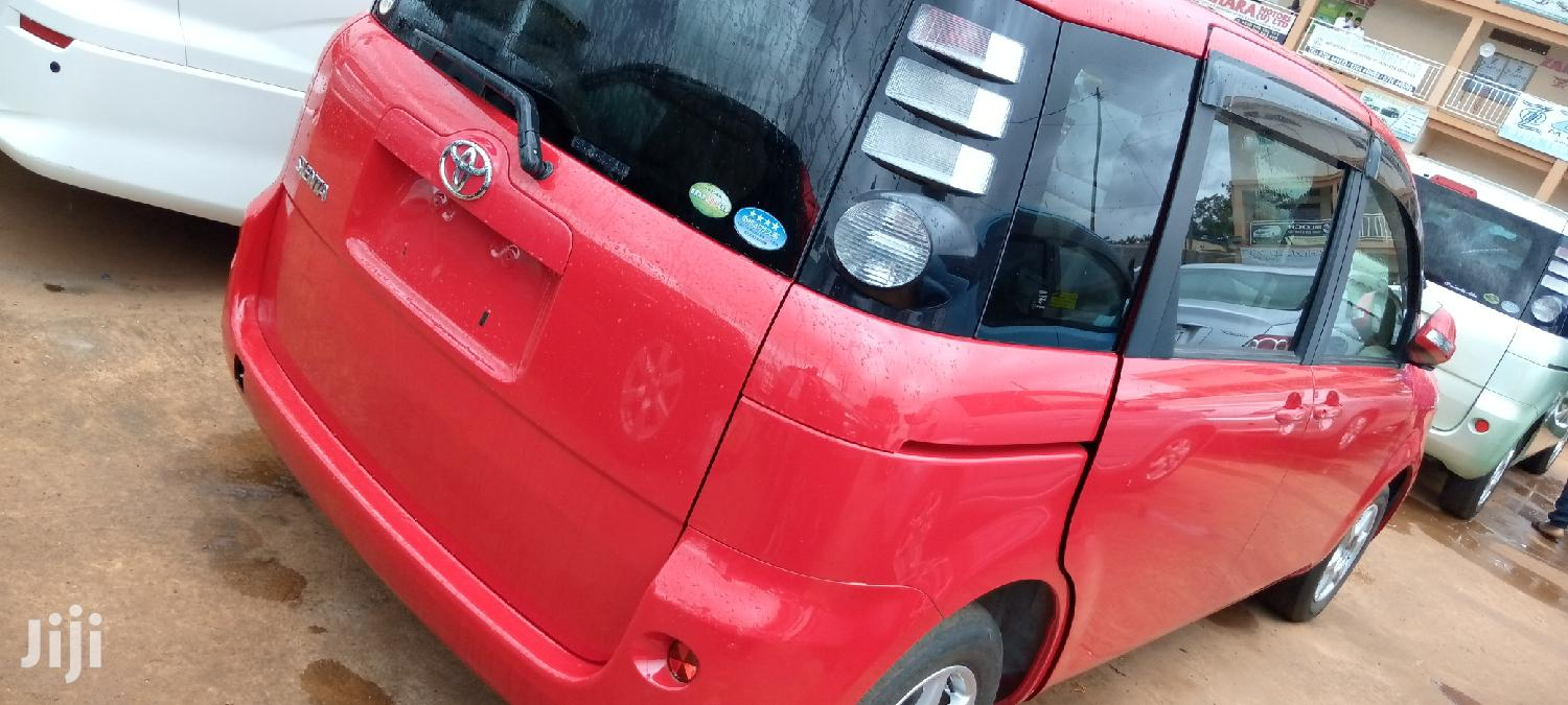 Archive: Toyota Sienta 2007 Red