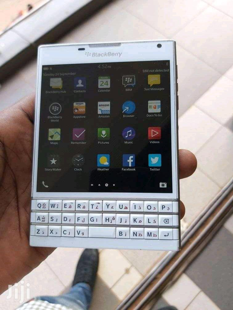 BlackBerry Passport 32 GB White