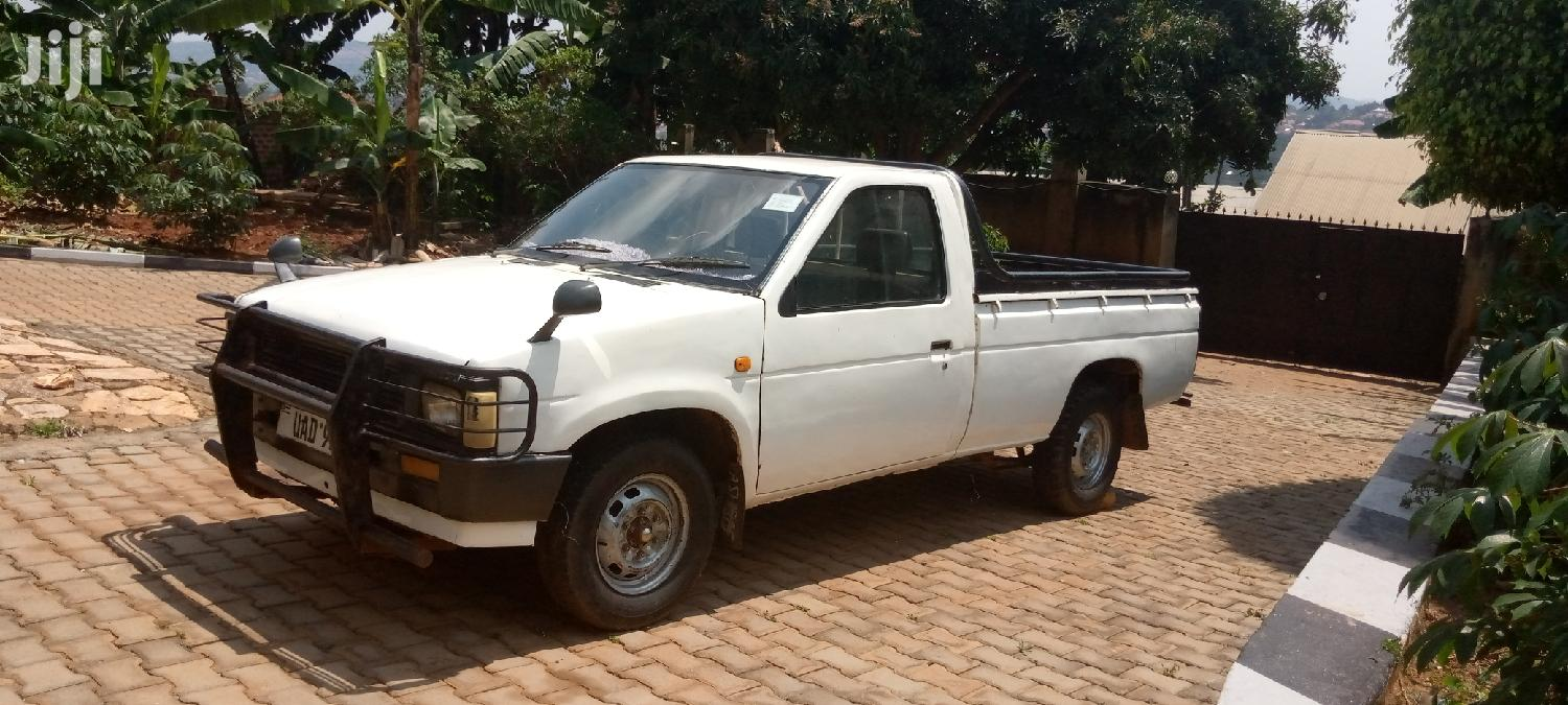 Nissan Pick-Up 1991 White