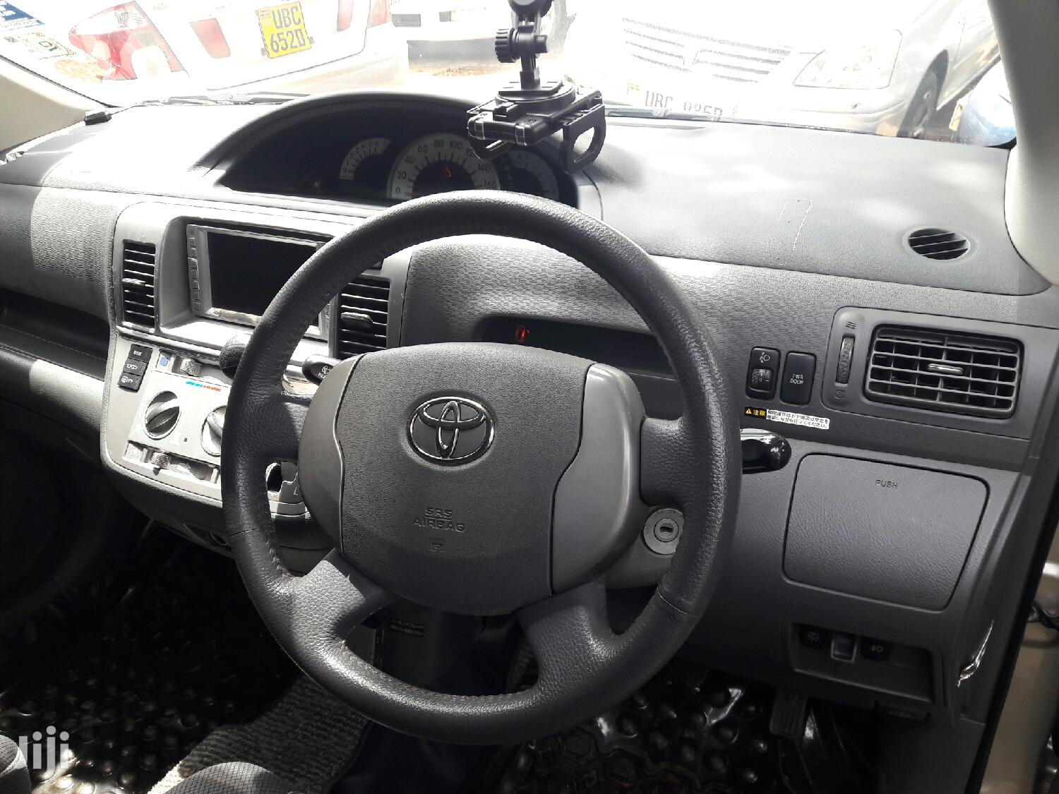 Archive: Toyota Raum 2004 Silver
