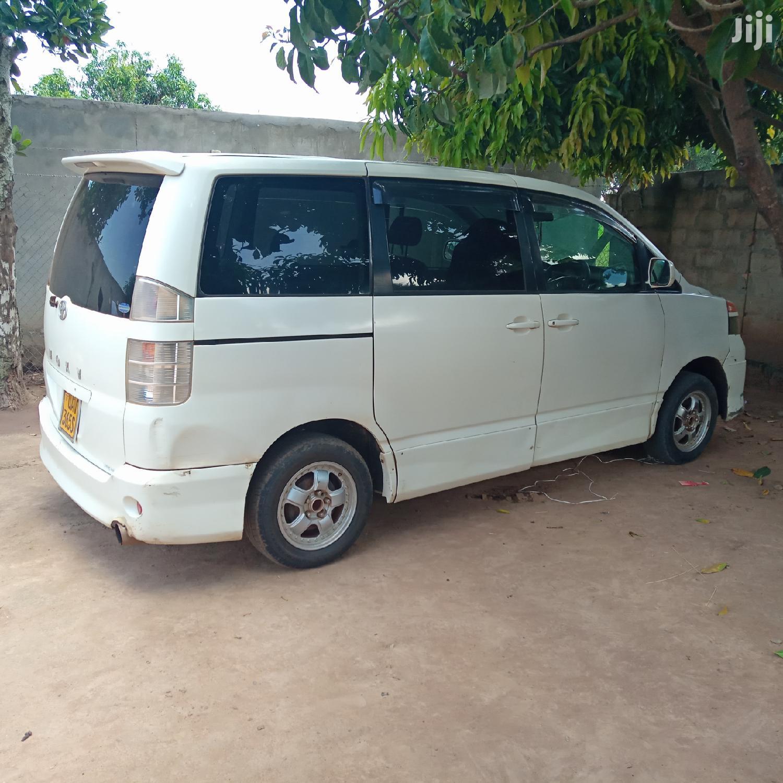 Toyota Voxy 2000 White   Cars for sale in Kampala, Central Region, Uganda