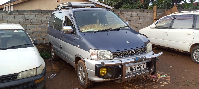 Toyota Noah 1996 Blue