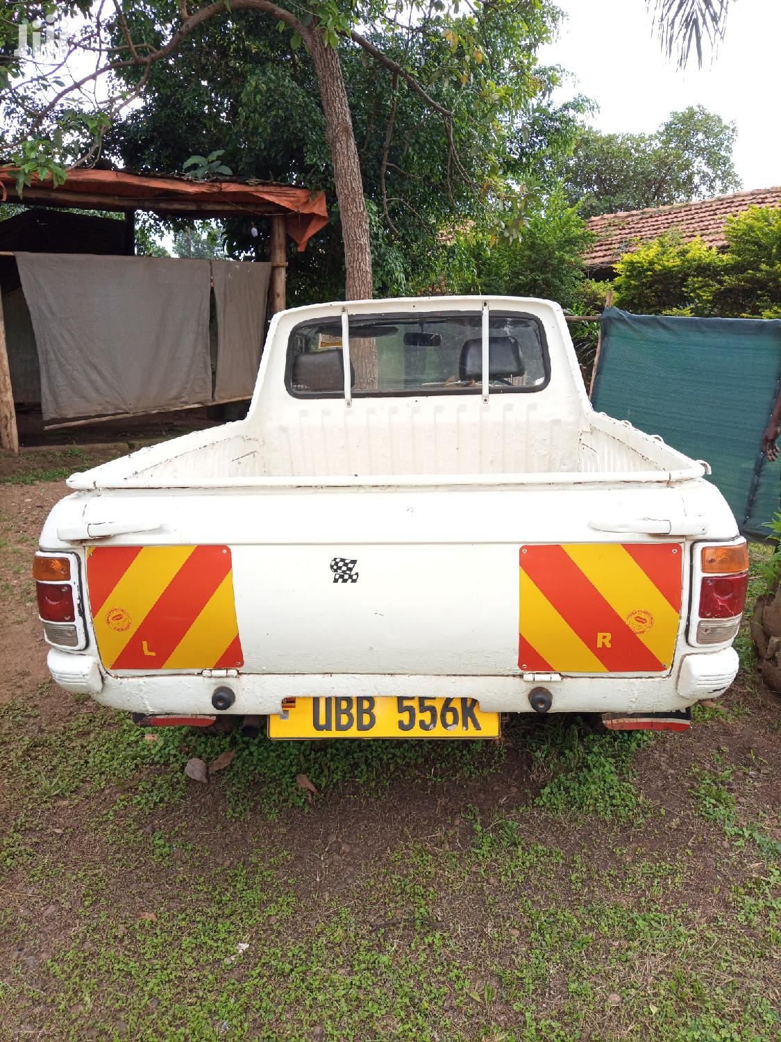 Archive: Nissan Pick-Up 1996 White