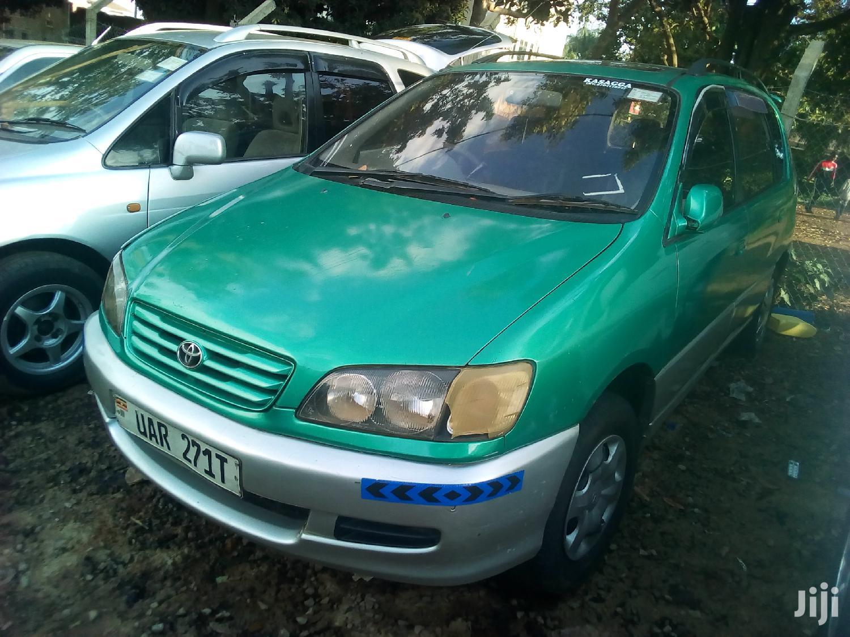 Toyota Ipsum 2002 Green