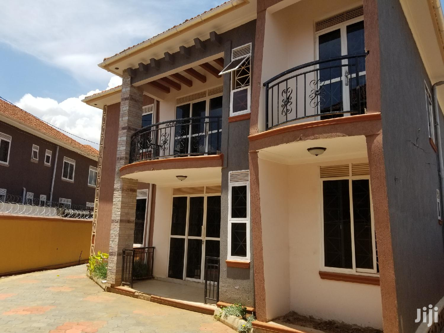 Archive: Six Bedroom House For Sale In Kira