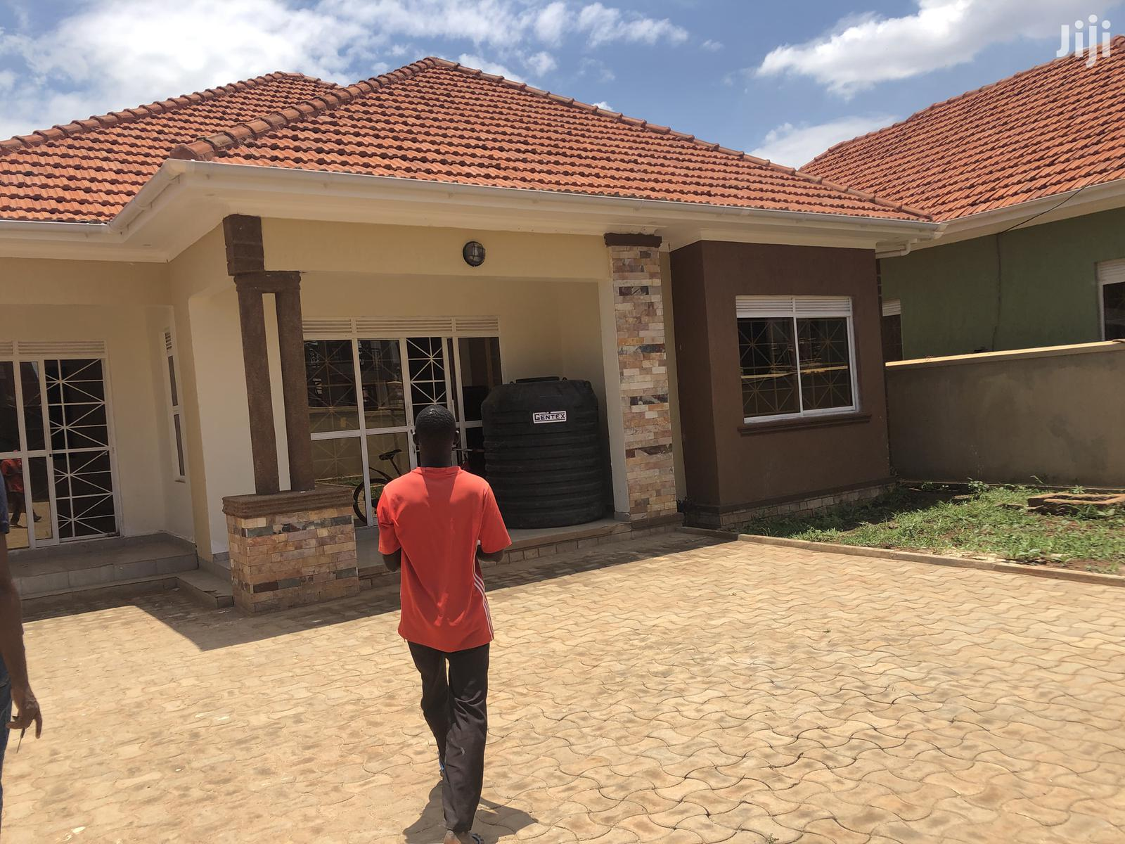 Pretty,Kira Posh Bungalow on Sell in Tarmack Neighborhood | Houses & Apartments For Sale for sale in Kampala, Central Region, Uganda