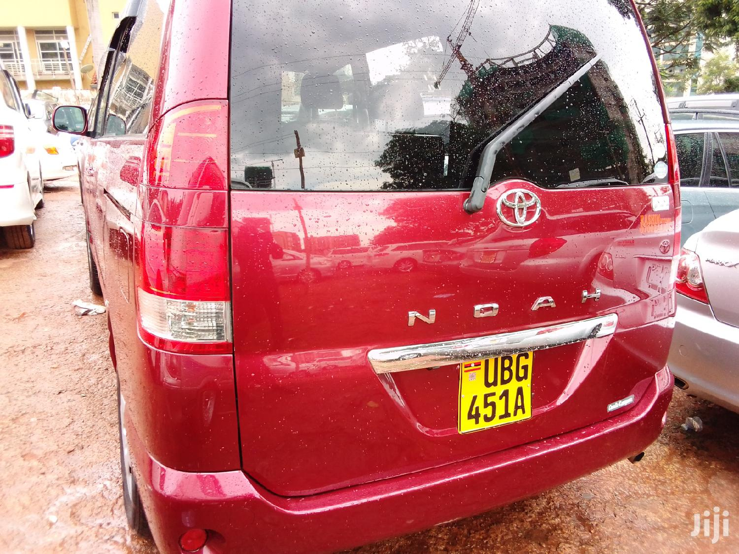 Archive: Toyota Noah 2005 Red