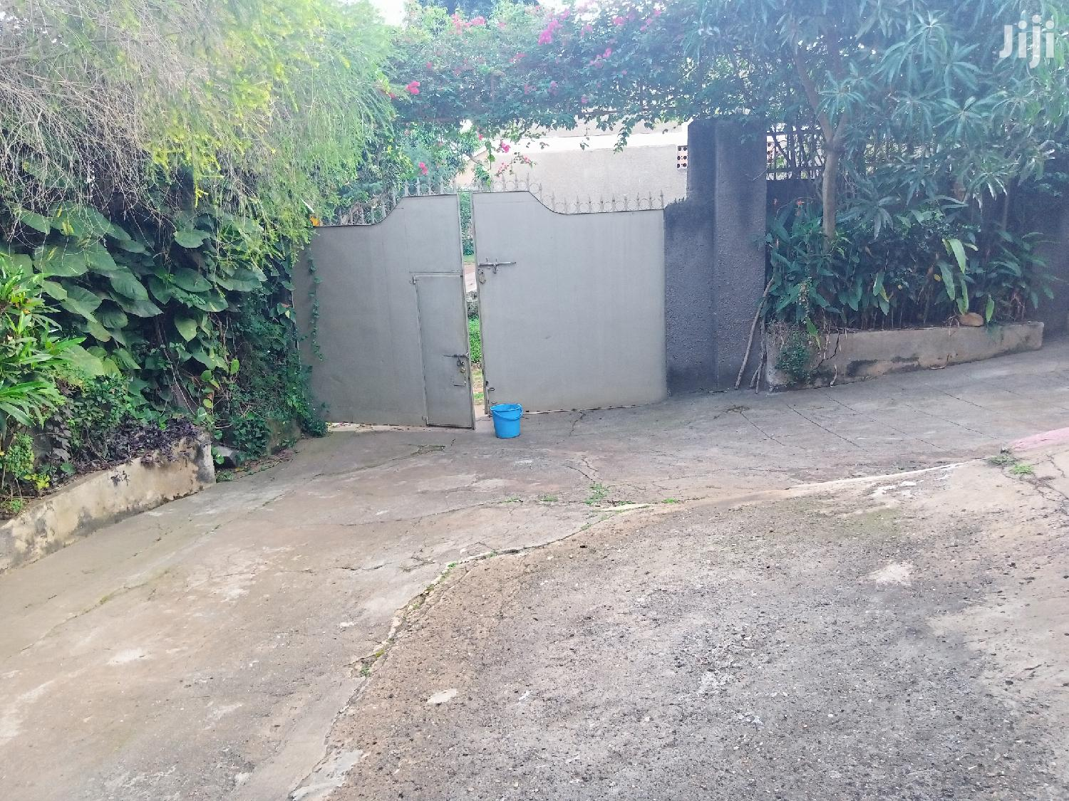 House Withe A Guest Wing For Sell On Lease Land