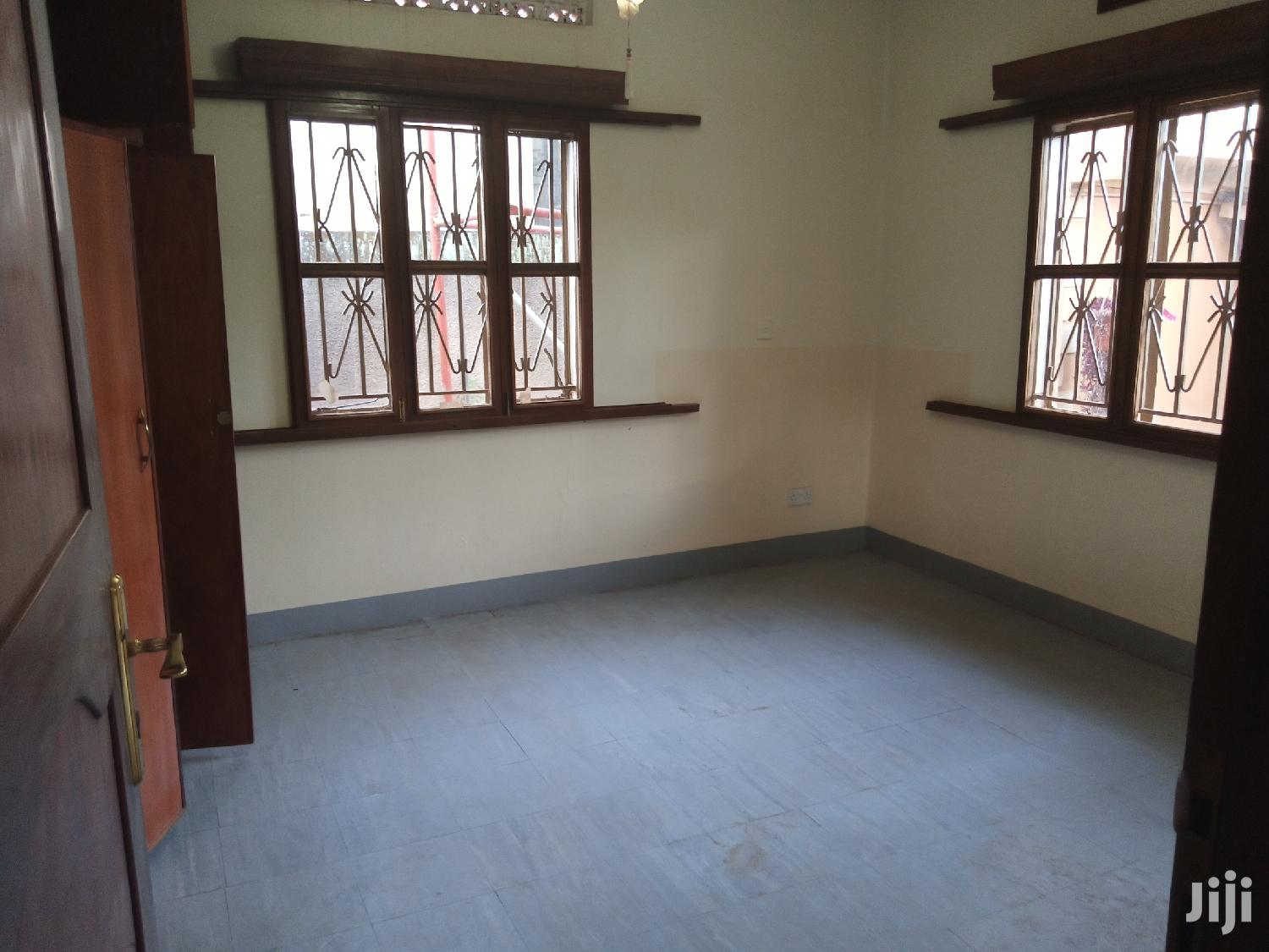 House Withe A Guest Wing For Sell On Lease Land | Houses & Apartments For Sale for sale in Kampala, Central Region, Uganda