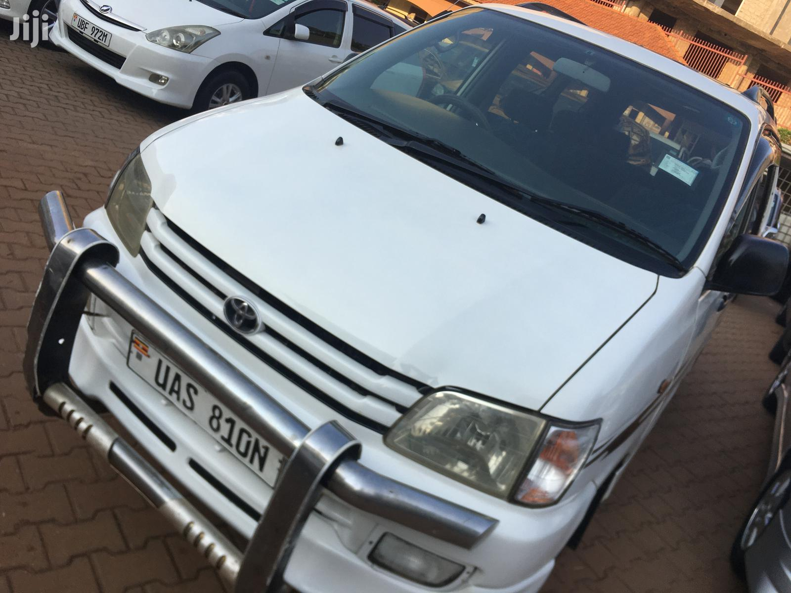 Toyota Noah 2001 White