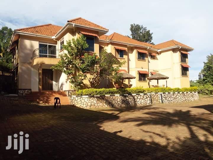 Lower_naguru (Commercial Road) 4 Bedroom Townhouse for Rent 1600$