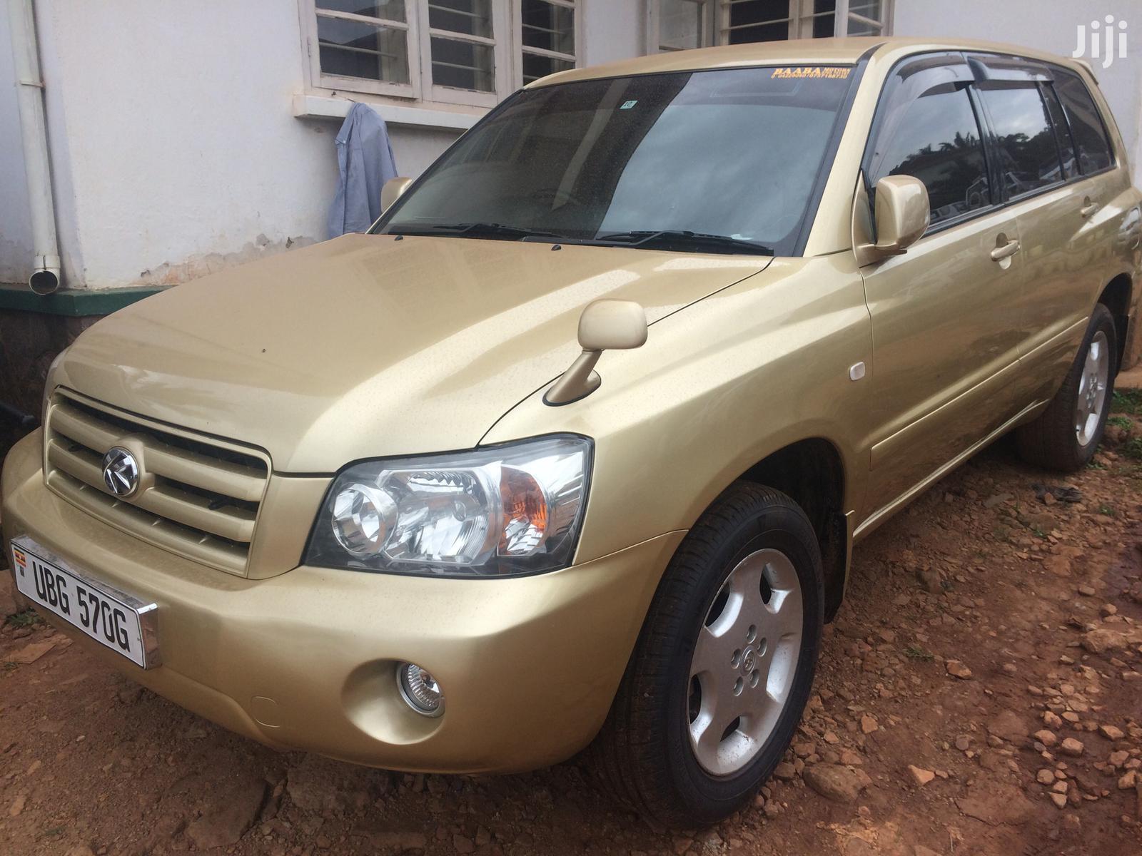 Toyota Kluger 2004 Gold