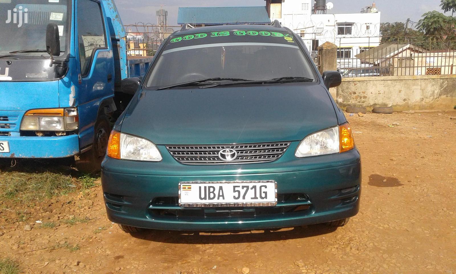 Toyota Spacio 2000 Green