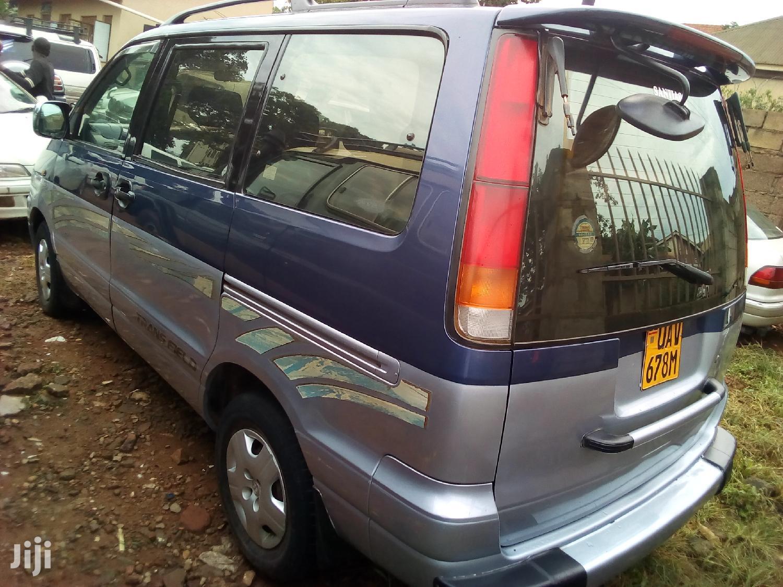 Archive: Toyota Noah 2004 Blue
