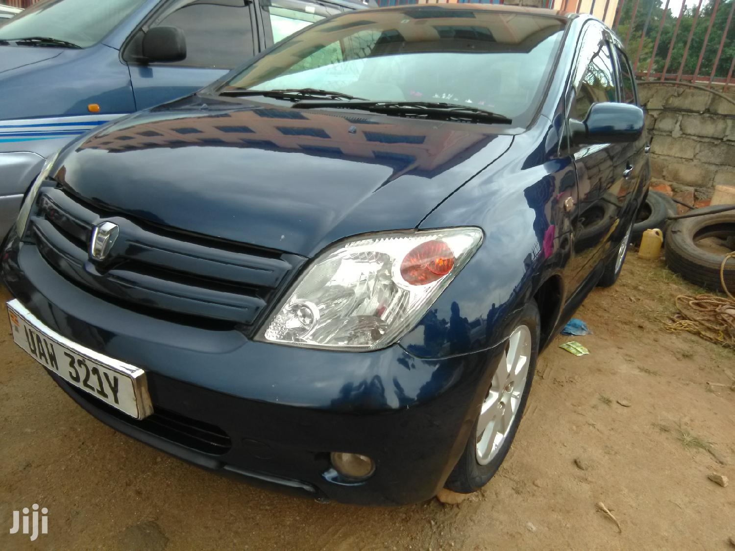 Archive: Toyota IST 2000 Blue