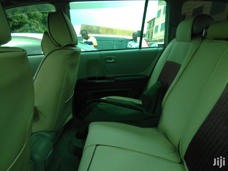 Archive: Toyota Kluger 2000 Black