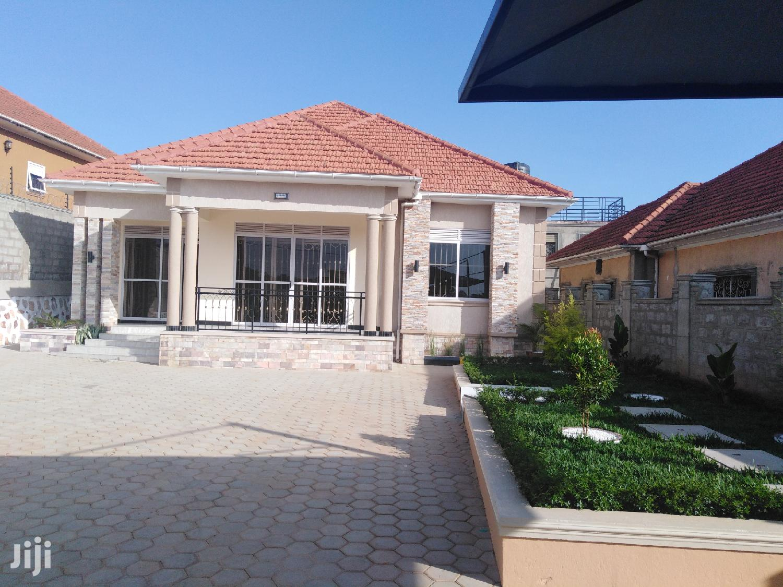 Bunga Brand New 4 Bedroom House For Rent
