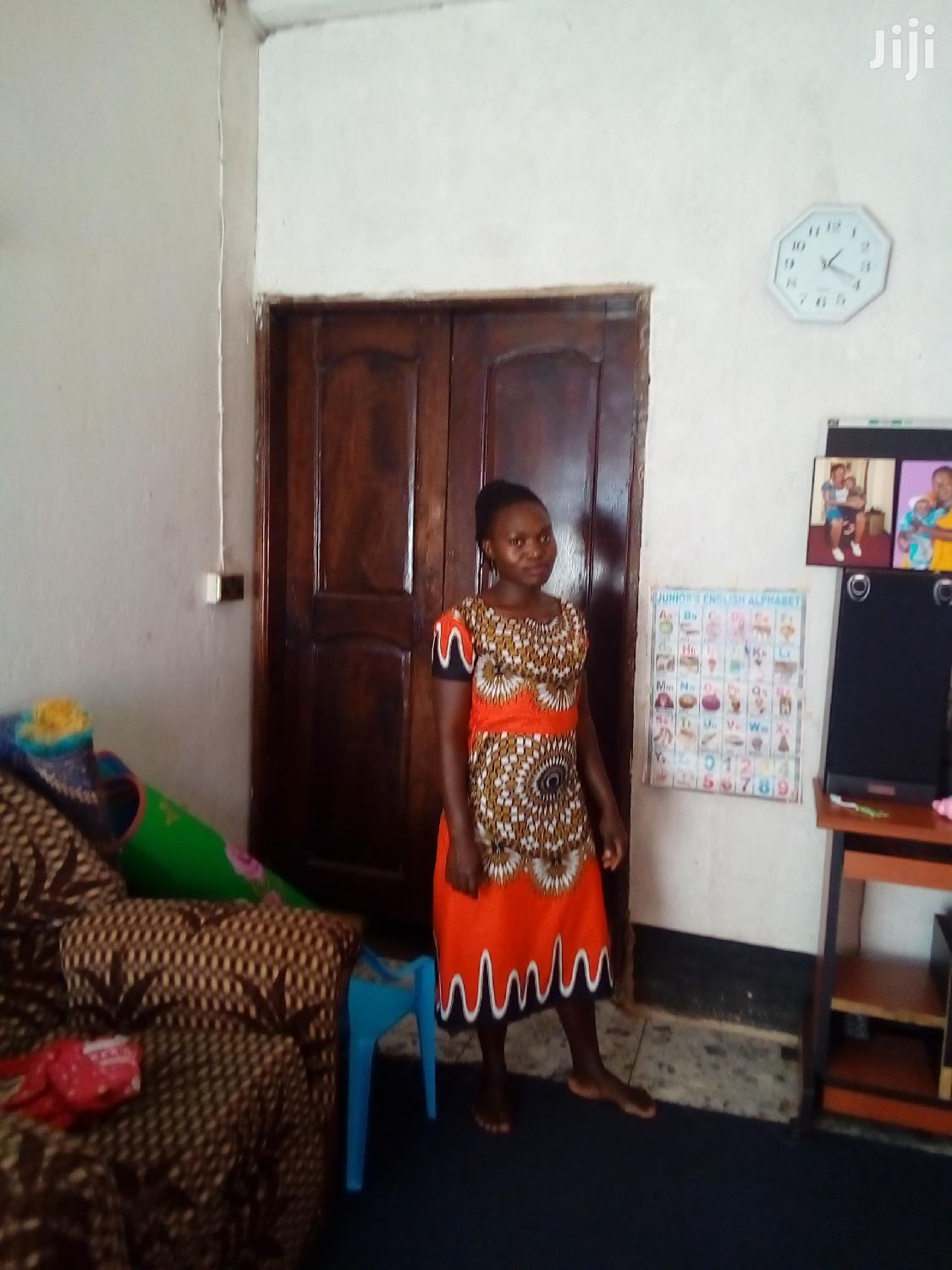 Electronics Sales Lady In A Shop | Retail CVs for sale in Mukono, Central Region, Uganda